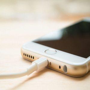 6 نکته مهم در مورد باتری های گوشی موبایل - باتری گوشی موبایل, باتری موبایل, باتری های گوشی موبایل, تعویض باتری موبایل, شارژ کردن گوشی موبایل, لیتیوم پلیمر, لیتیوم یون, نحوه شارژ کردن موبایل, نکاتی درباره موبایل